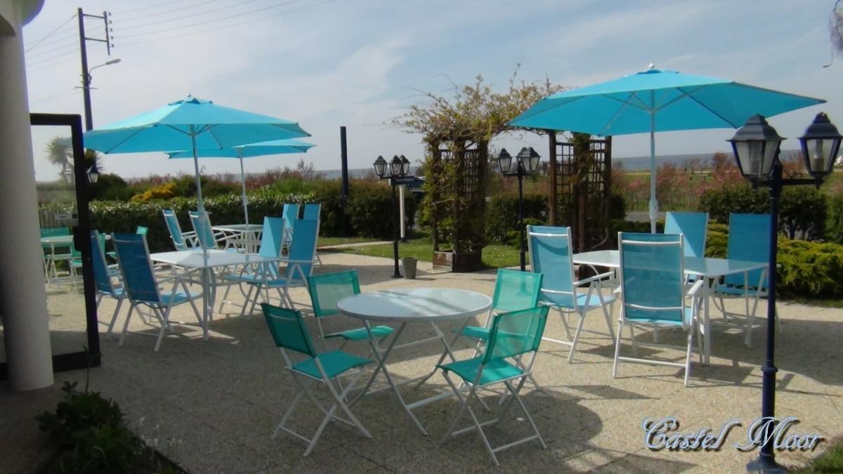 Bar salon terrasse castel moor for Faire de l ombre sur une terrasse